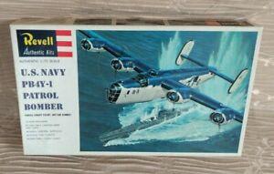 US-NAVY-PB4Y-1-PATROL-BOMBER-Revell-H-205-1-72-Plastic-Model-Kit-New-Sealed