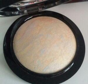 MAC-Mineralize-Skinfinish-Powder-LIGHTSCAPADE