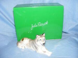 John-Beswick-Wolf-Lying-JBDW4-Figurine-Present-Gift-New-Boxed