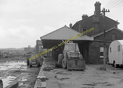 Newport Railway Station Photo. Cowes - Shide. Isle of Wight Central Railway (21)