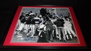 1980-Philadelphia-Phillies-World-Series-Team-Signed-Framed-16x20-Photo-LEAF