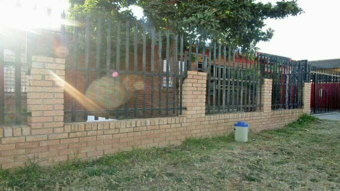 3 Bedroom with 2 Bathroom House For Sale in Lenasia South Gauteng