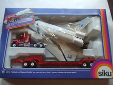 Siku Eurobuilt 1:55 scale Peterbilt Low Loader with Columbia Shuttle