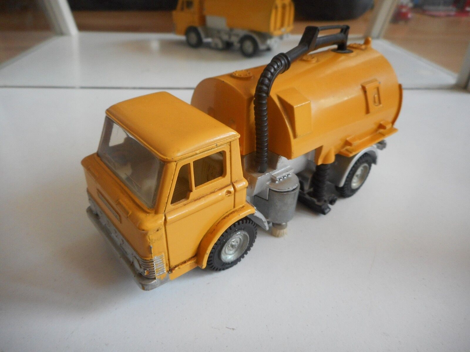 Dinky Toys Johnston Road Sweeper in Orange (Dinky toys nr  451)