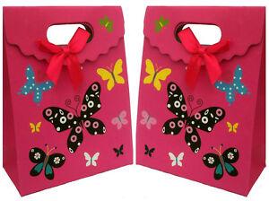 Lot-de-2-pochettes-cadeaux-en-carton-a-fermeture-scratch-rose-avec-des-papillons