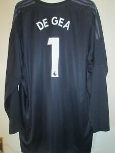 64adb9b75ba Image is loading Manchester-United-2017-2018-Goalkeeper-De-Gea-Football-