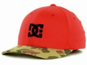DC-Shoes-Company-rot-amp-Camo-Krempe-Star-Flexfit-Fitted-Cap-Muetze-Groesse-S-M