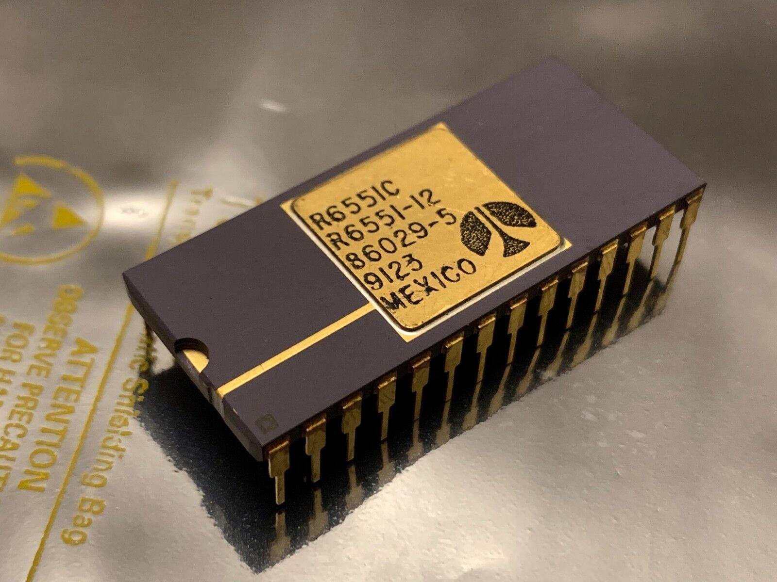 Old Vintage IC Chip Ceramic DIP 28 Gold Pins R6551 R6551-12 65c51 Serial Ctrl