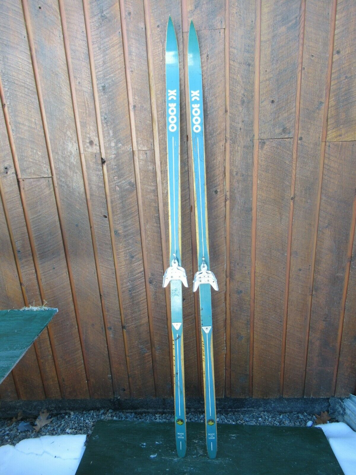 Wooden 70  Long Skis Old Weiß and Blau Finish Great for Decoration