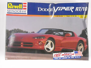 Revell-Monogram-85-6260-factory-sealed-Dodge-Viper-RT-10-1-25-scale-model-kit