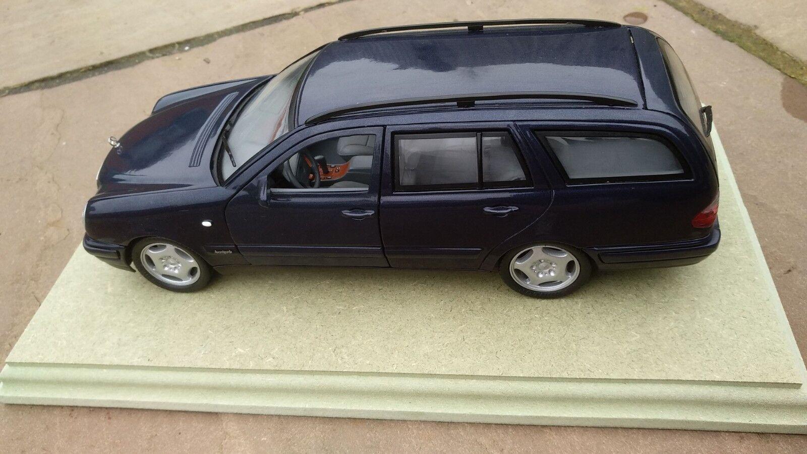 ANSON 1 18 30328 MERCEDES MERCEDES MERCEDES BENZ W 210 T E 420 CLASS ESTATE blueE PLINTH TOY CAR 9bbcf7