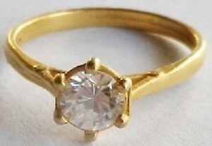 bague-bijou-retro-solitaire-cristal-diamant-sur-6-griffes-couleur-or-T-49