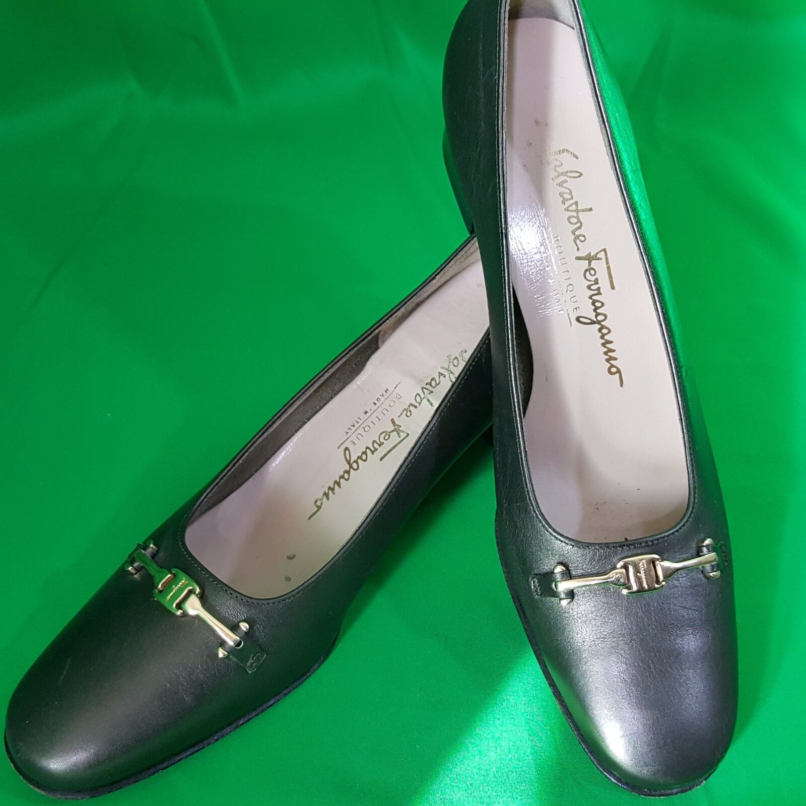 Salvatore Ferragamo Vara Pumps Taille 7 4A Horse Bit Pewter Buckle Patent Leather