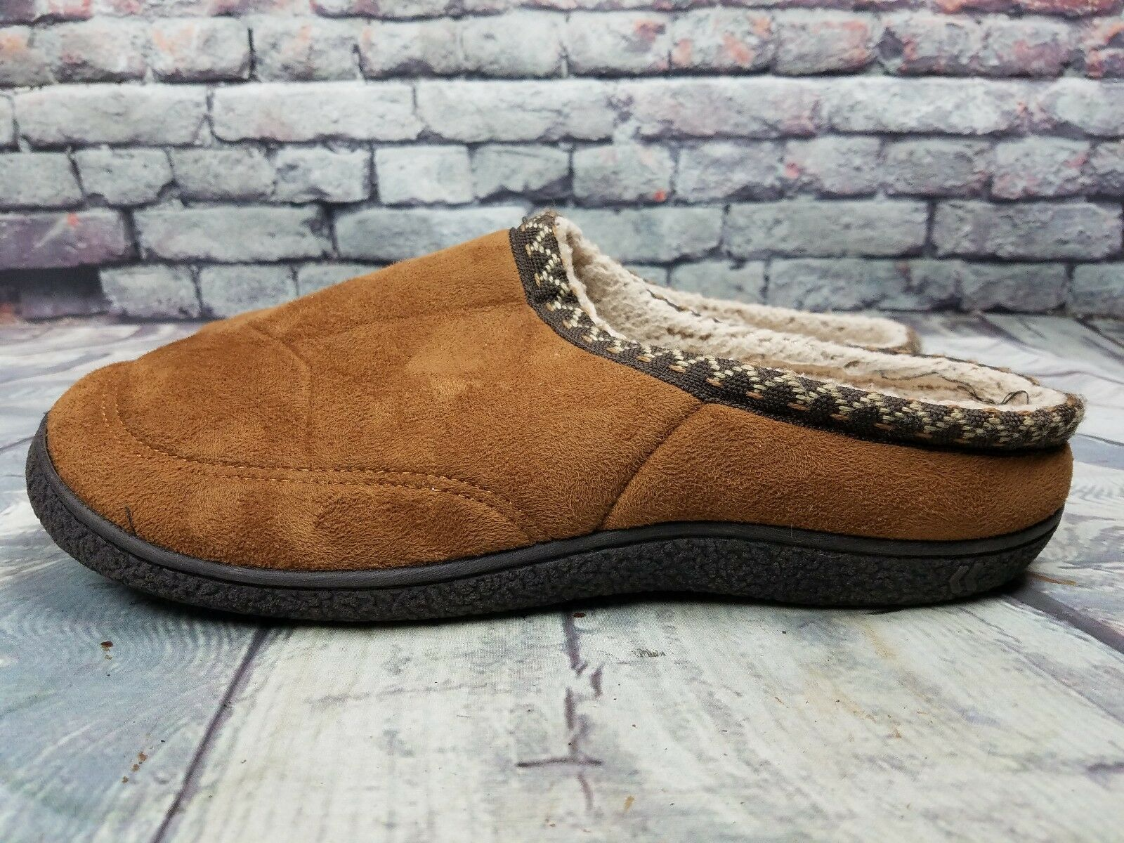 ISOTONER Men's Perforated Microsuede Ian Clog Slippers Faux fur Sz 13- 14
