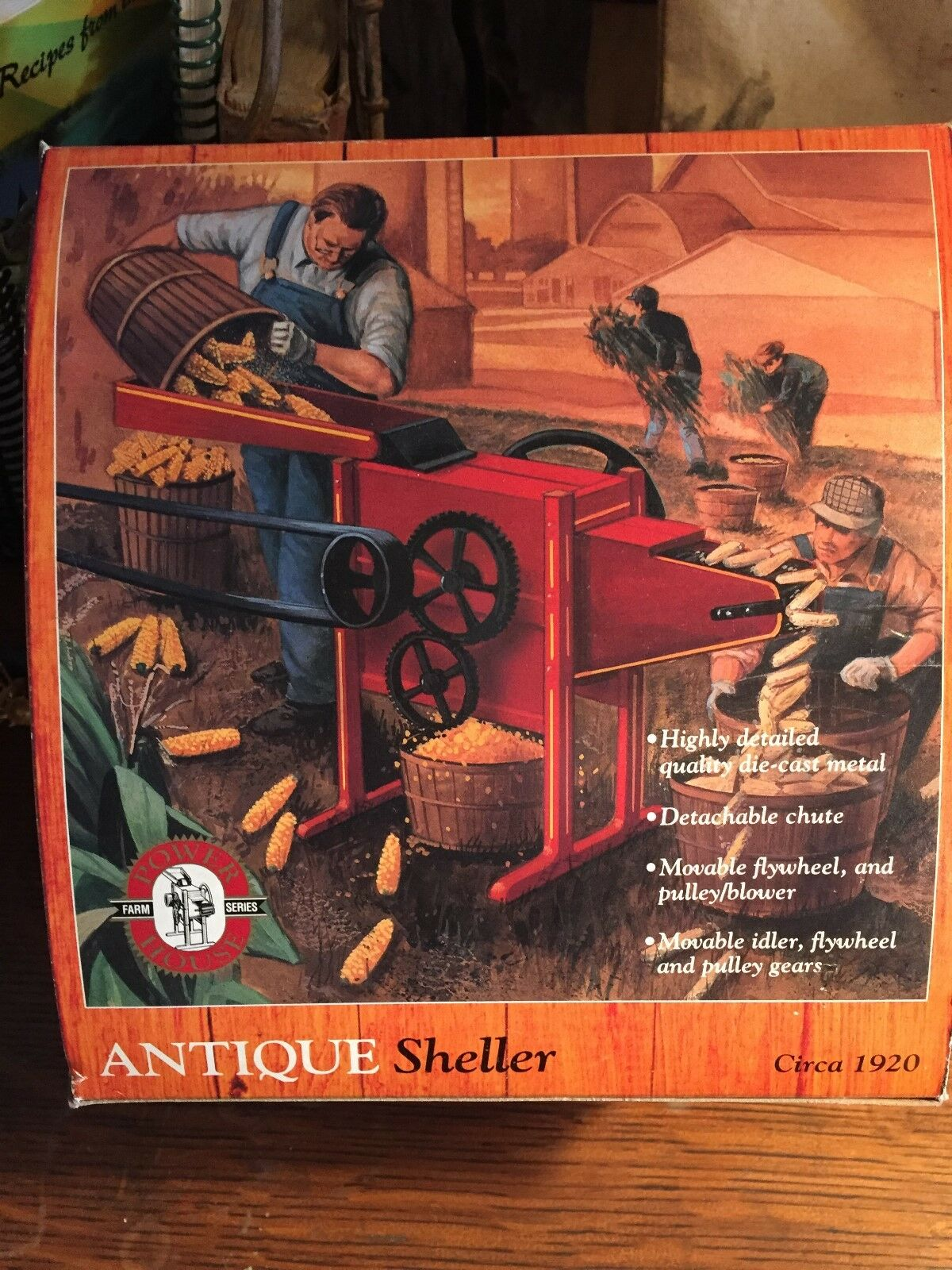 Ertl Toy Corn Sheller,  1 8th Scale, in the box, Excellent condition  parfait