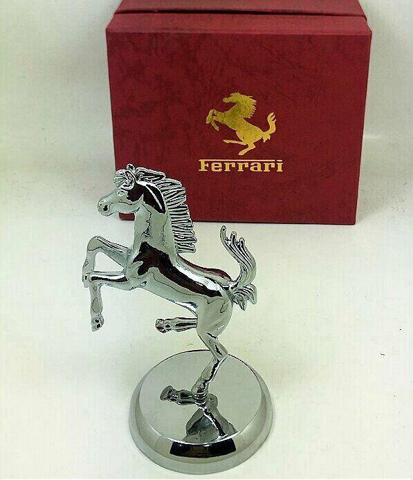 1 1 nuevo fabuloso Ferrari Mascota representación exacta Modelo de Metal + Insignia