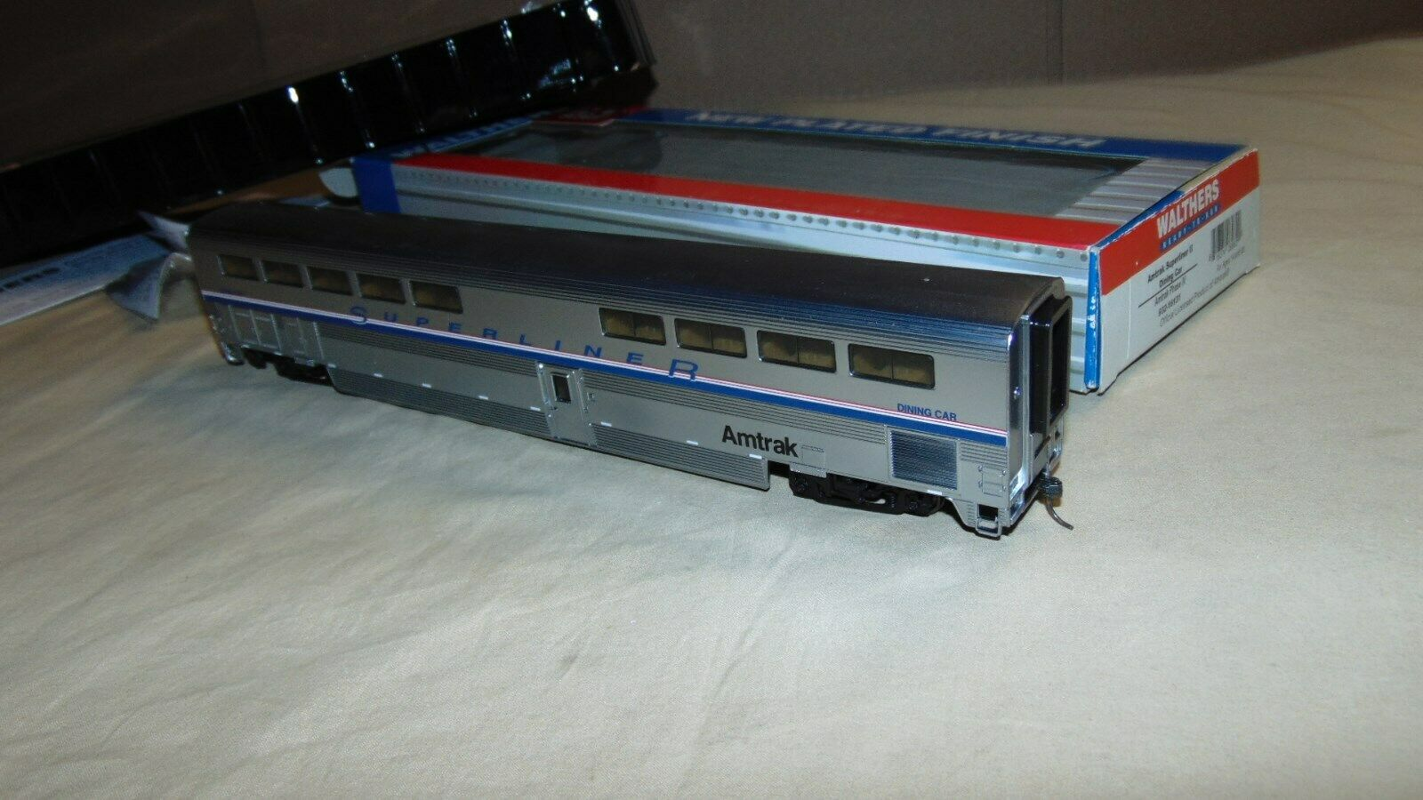 WALTHERS HO 932-16131 AMTRAK SUPERLINER PLATED DINING CAR IN ORIGINAL BOX...