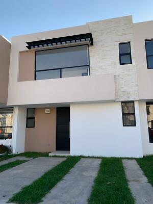 Casa Nueva en fraccionamiento Porta Romani, blvd la Luz, cerca del eje metropolitano.