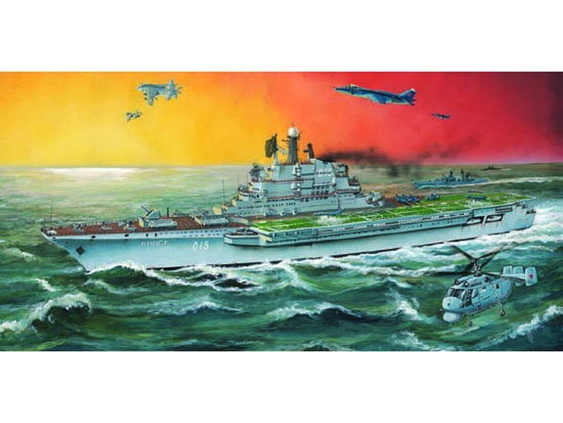 05703 Modelo 1 700 Trumpeter buque de guerra antigua Unión Soviética Minsk portaaviones