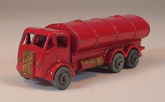 Matchbox Regular Wheels Nr. 11 A Road Tanker rot MTW Lesney  451