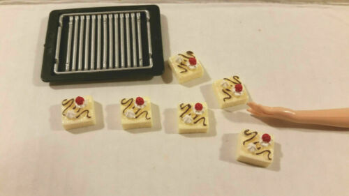 Barbie Doll 1:6 Miniature Kitchen Food Cake Slices and Baking Tray