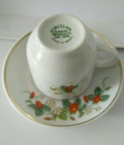 W-22K-Gold-Trim-Made-In-Brazil-1978-Porcelain-Strawberry-demi-cup-amp-saucer-Avon