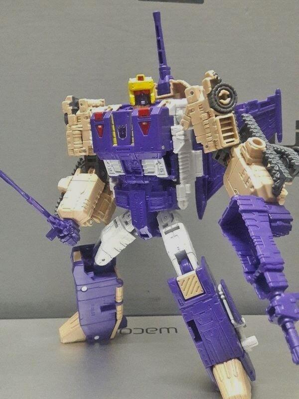 Transformers Titans Return BLITZWING Complete Hasbro Voyager