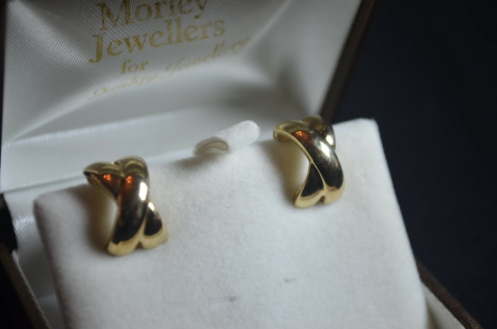 BN brand new yellow gold 375 cross plain clip on earrings 3.35g