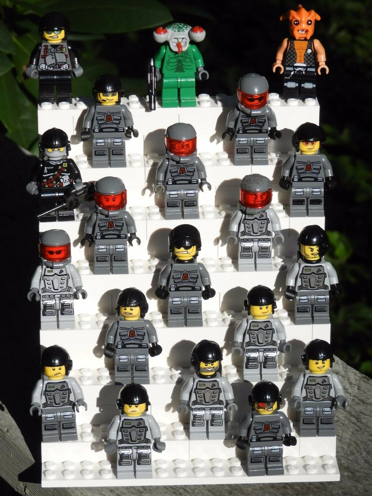 RossoUCED Genuine Lego Lot of 20 Space Police Minifigures Uomo & Aliens