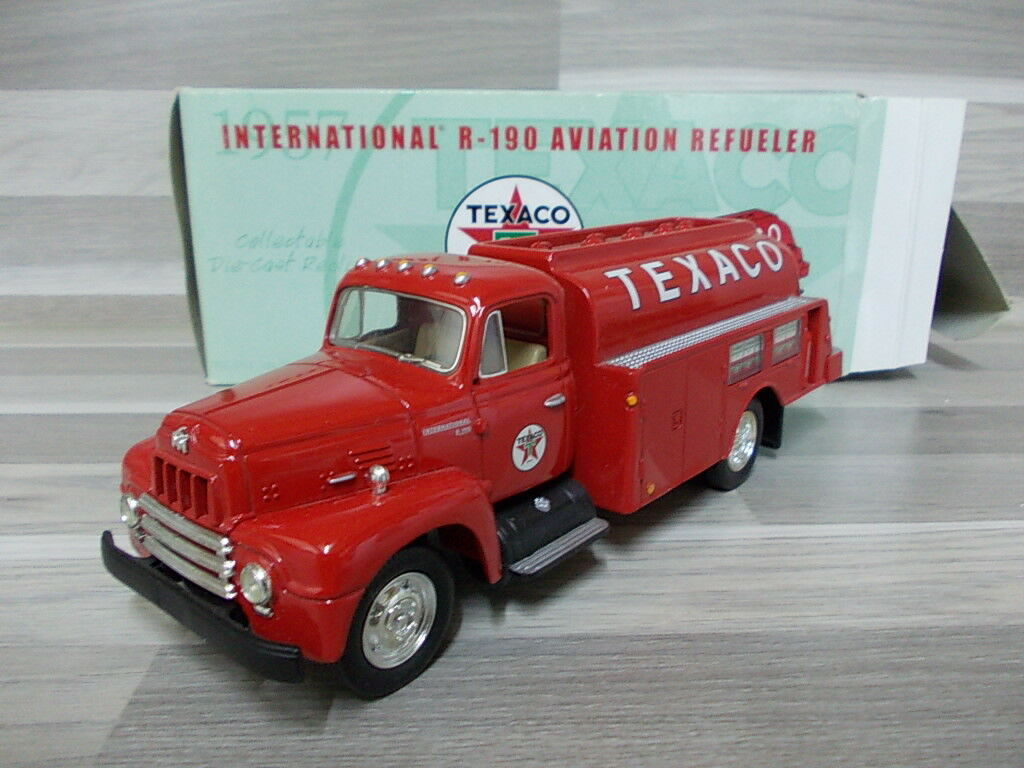 Der erste 1   34 - 1957 internationalen r-190 aviation refueler  texaco