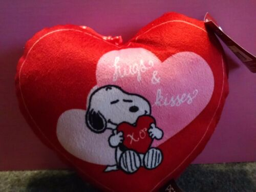 """PEANUTS SNOOPY VALENTINES PILLOW HEART SNOOPY HUGGING HEART /""""HUGS /& KISSES/"""" NEW"""