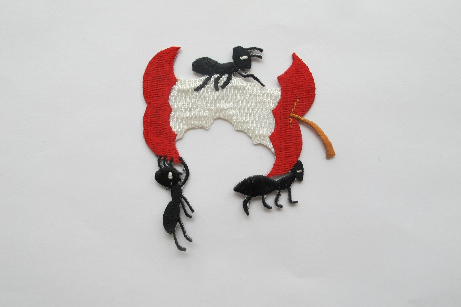 """Bug Iron on Apple with Ants Applique Patch Fruit Ant Colony 2-1//8/"""" Insect"""