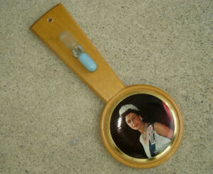 Vintage-Queen-Elizabeth-Souvenir-Photo-and-Egg-Timer-Wood-Wall-Hanger-9-034-Tall