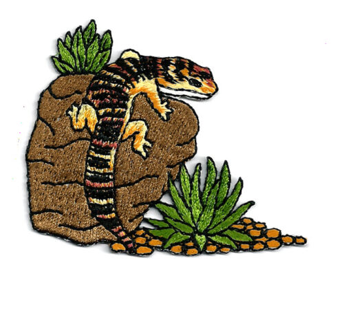 SOUTHWESTERN LIZARD ON A ROCK EMBROIDERED IRON ON PATCH