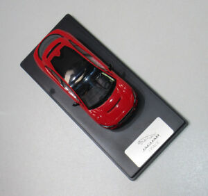 Original-Jaguar-Modellauto-I-Pace-Photon-Red-1-43-50JEDC280RDY-I-Pace-Rot