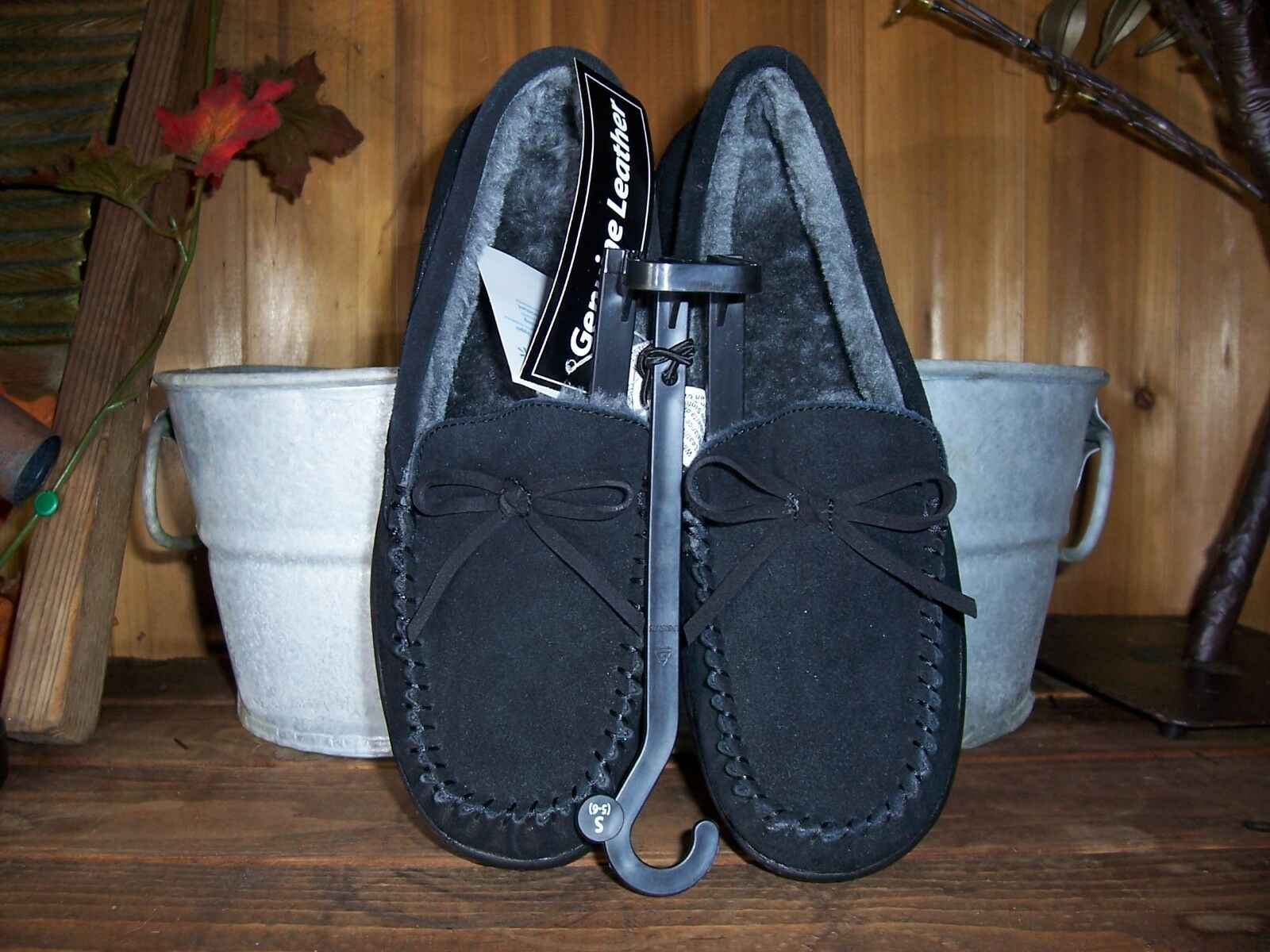 WOMENS GENUINE LEATHER MOCCASIN STYLE CASUAL SLIPPERS SIZE SMALL 5-6 BLACK NEW