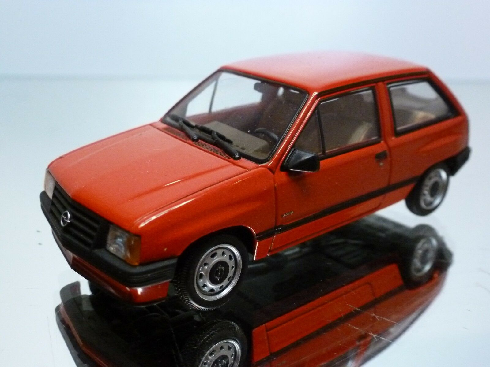 MINICHAMPS OPEL CORSA A - RED 1:43 - EXCELLENT CONDITION - 22