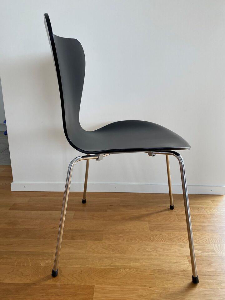 Arne Jacobsen, 7'er stol, Stol