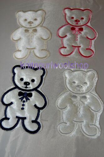 SEW sur white satin Teddy avec bordure couleur motif