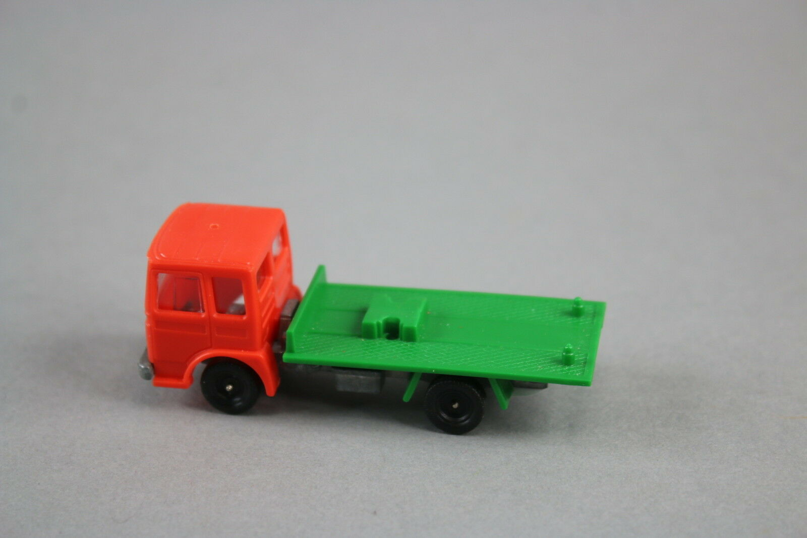 V575 Champion 73mm camion saviem SM 300 plateau championnette transport avion