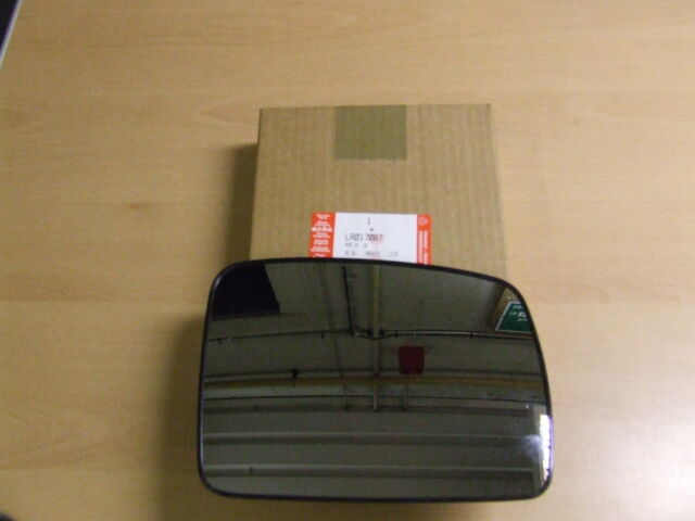 Genuine Land Rover D3 & FL2 RH Wing Mirror Glass Assembly (LR017067)