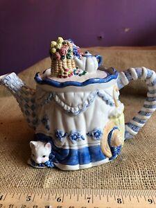 Avon-Blue-Rose-Collection-Cat-Teapot-Kitten-under-Tablecloth