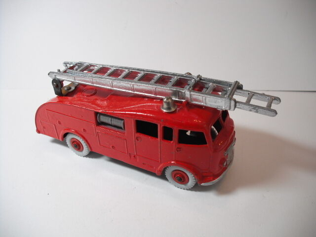 Meccano Ltd. Dinky Toy No.555G Commer Fire Engine Version2  EXCELLENT CONDITION
