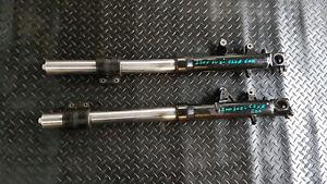 SUZUKI-GSXR-600-SRAD-1997-2000-front-suspension-forks