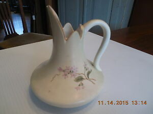 ANTIQUE-HAMPSHIRE-POTTERY-EWER-CREAM-WITH-PINK-FLOWERS