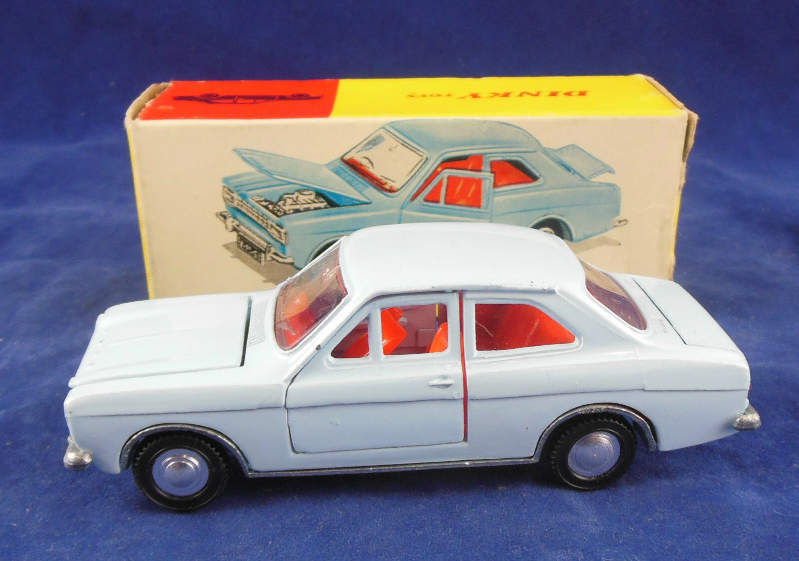 Dinky toys 168 Ford Escort in Light Blau Original & Superb
