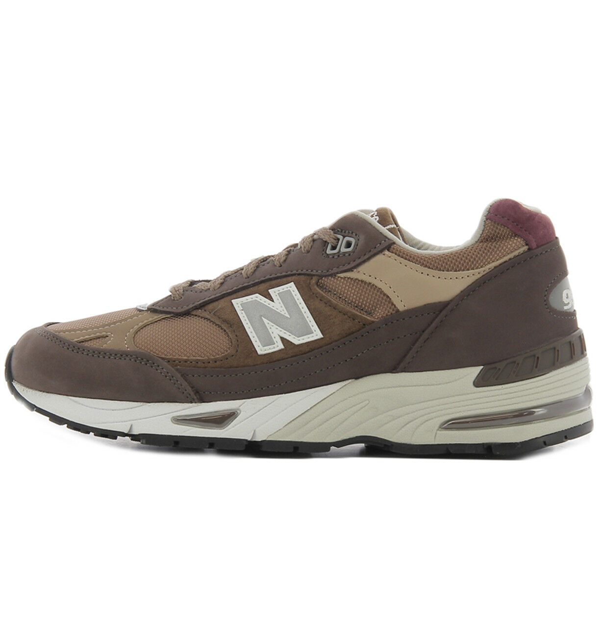 Zapatillas New Balance de color brown, modelo M991NGG fabricadas en Inglaterra