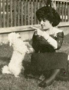 ANTIQUE-VINTAGE-1913-WHITE-DOG-TRICKS-PUPPY-FAMILY-PRETTY-LADY-ARTISTIC-PHOTO