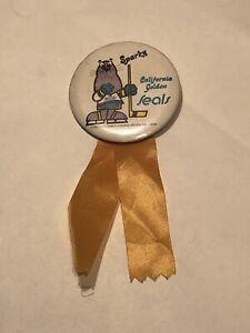 California Golden SealsSparky Button / Pin 1974 Charles Schulz