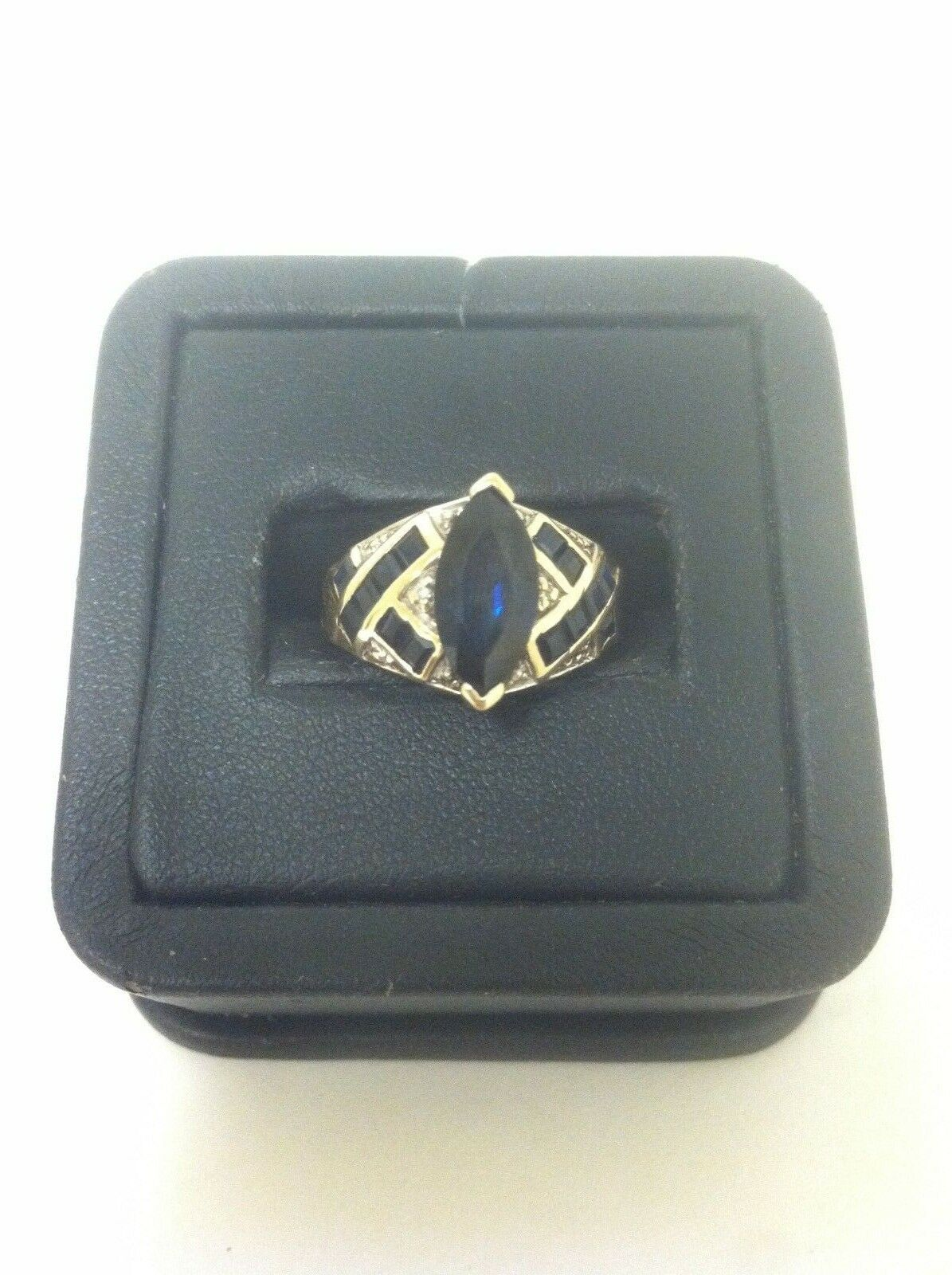 (RI1) 10k Yellow gold bluee Stone Ladies Ring 3.7 Grams Size 6.75